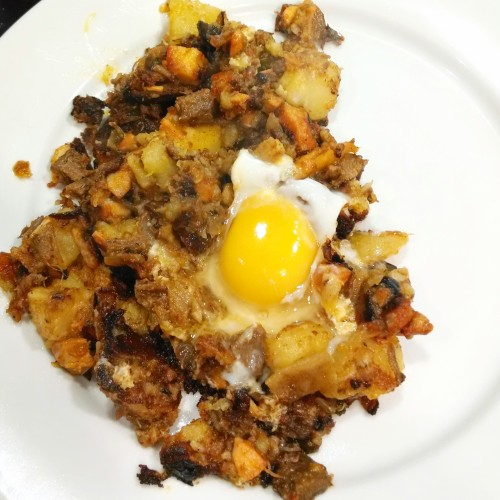 Lengua and chicken hash